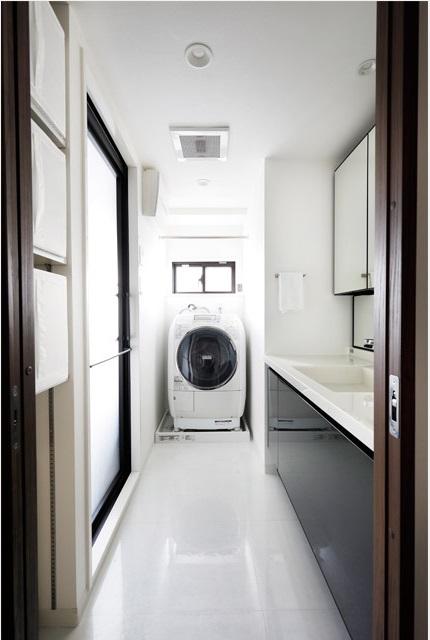マンションリノベーション、インテリックス空間設計、シンプル洗面、ドラム洗濯機置き場、窓あり洗面室