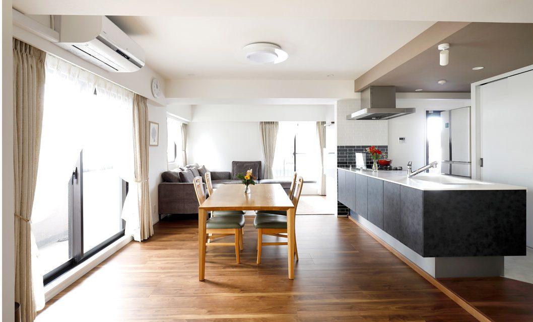 マンションリノベーション、インテリックス空間設計、オープンキッチン、フロートタイプ、二色天井