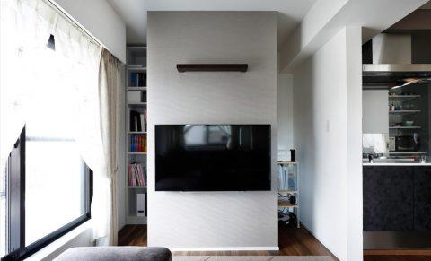 マンションリノベーション、インテリックス空間設計、壁掛けテレビ、リビング収納、本棚