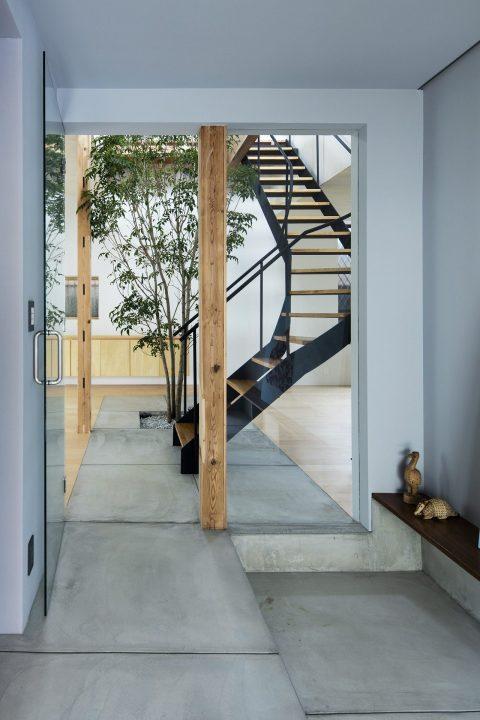 戸建てリノベーション、ツドウデザインスタジオ、螺旋階段、アイアン階段、柱デザイン