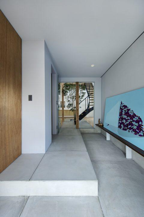 戸建てリノベーション、ツドウデザインスタジオ、モダン玄関、コンクリート回廊、アートギャラリー