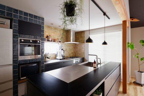 戸建リノベ、スタイル工房、和テイスト、化粧梁、タイル壁、対面キッチン、アイランドキッチン