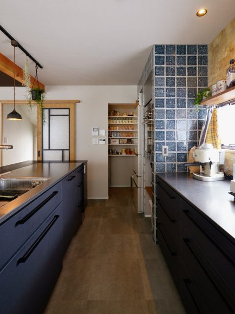 戸建リノベ、スタイル工房、和テイスト、化粧梁、タイル壁、対面キッチン、アイランドキッチン、パントリー