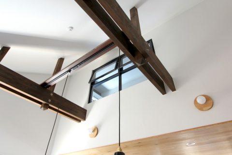 戸建てリノベーション、フィールドガレージ、梁あり吹き抜け、室内窓あり吹き抜け、ナチュラル照明