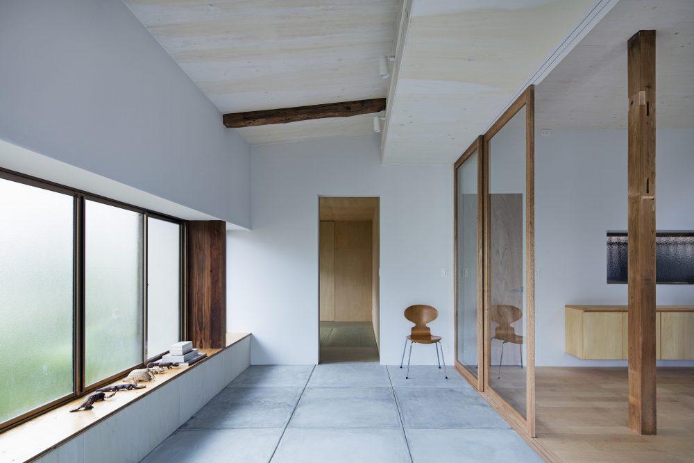 戸建てリノベーション、ツドウデザインスタジオ、ガラス引き戸、コンクリート床、アトリエ