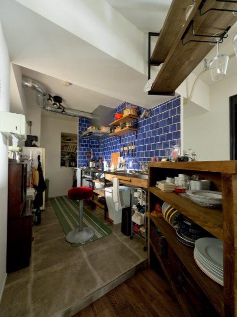 ハコリノベ(SUN REFORM),マンションリノベーション,キッチン,タイル壁,カウンター、バーカウンター、アンティーク家具
