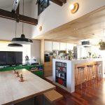 「フィールドガレージ」の「絶妙ゾーニングの二世帯住宅!ミッドセンチュリーデザインを楽しむ実家リノベーション」