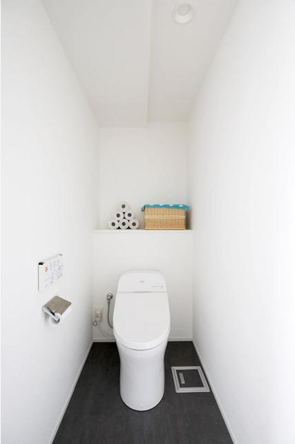 マンションリノベーション、インテリックス空間設計、ゆったりトイレ、トイレ収納、シンプルトイレ