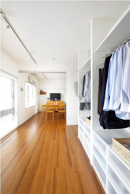 マンションリノベーション、インテリックス空間設計、窓辺生活空間、ワンルーム、オープンクローゼット