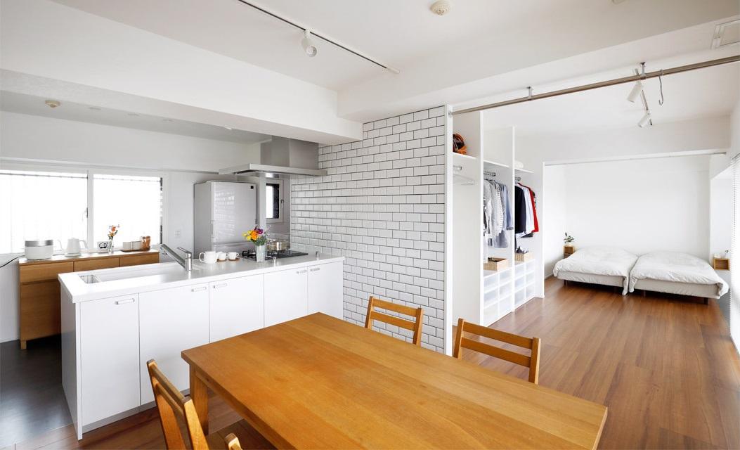 マンションリノベーション、インテリックス空間設計、白×木目、白いタイル、ワンルームリノベ