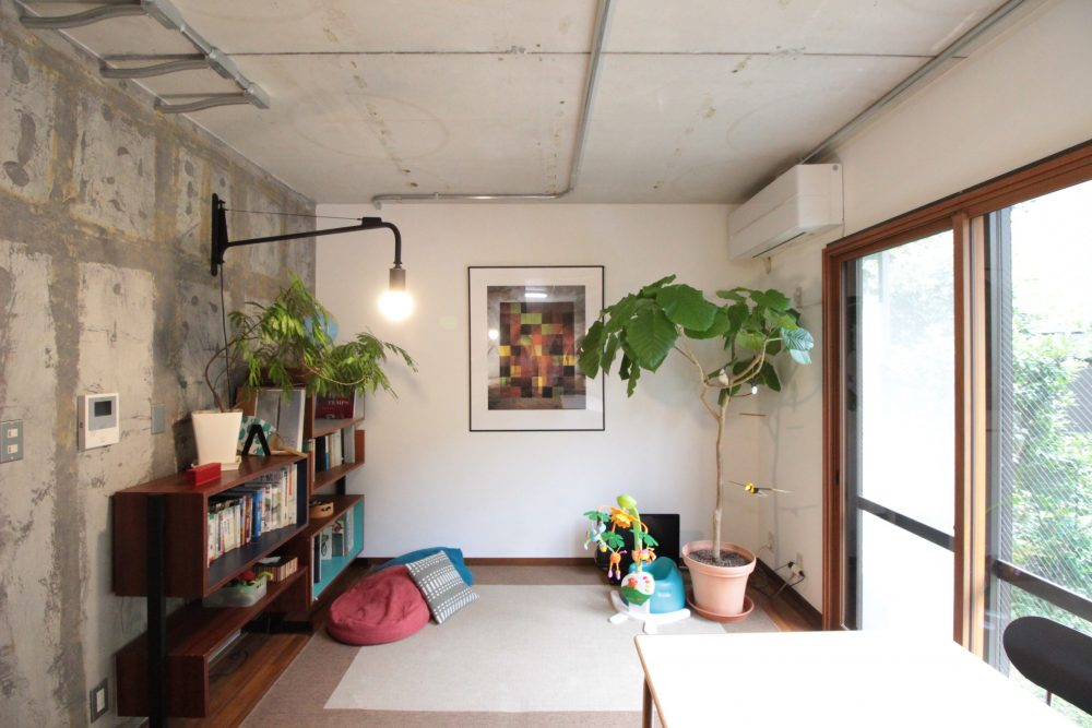 マンションリノベーション、湘南リフォーム、コンクリート現し、露出配管、窓木枠