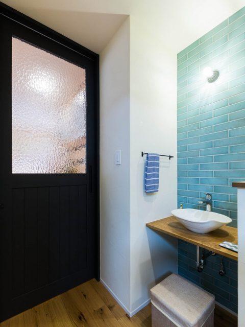 ハコリノベ,マンションリノベーション,廊下,手洗い場,リビングドア