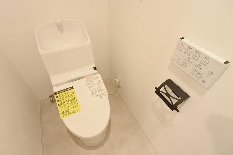 リノデュース,マンションリノベーション,トイレ,タンク一体型,ペーパーホルダー