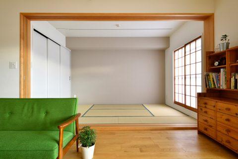 マンションリノベーション、スタイル工房、アクセントウォール、和室、リビングとつながる和室、ライトレール、