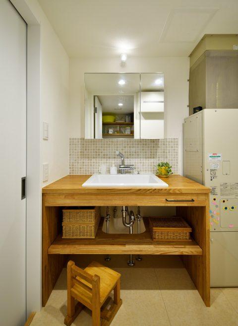 マンションリノベーション、スタイル工房、造作の洗面台、モザイクタイル、アースカラー、ナチュラル
