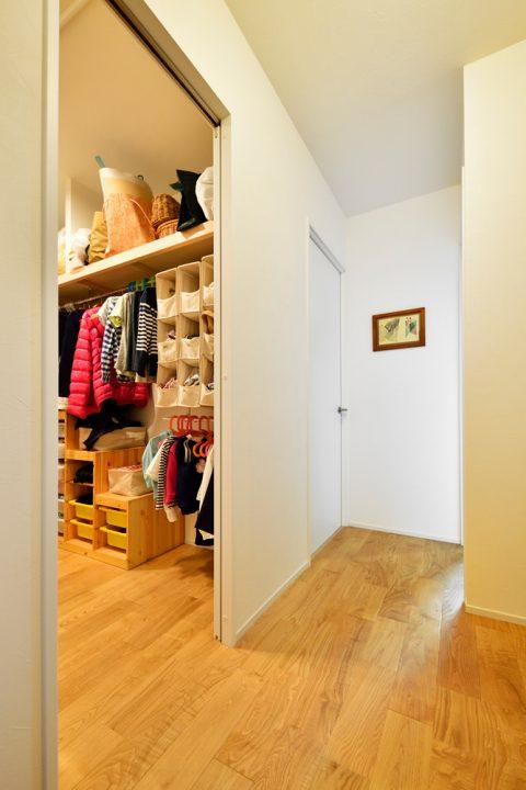 マンションリノベーション、スタイル工房、ファミリークローゼット、収納を充実、玄関からすぐにいける、
