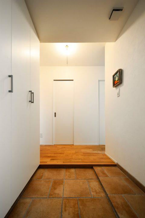 マンションリノベーション、スタイル工房、土間スペース、玄関、玄関収納、壁面タイプ、タイル床