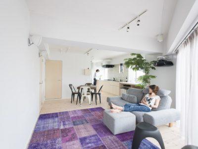 「ゼロリノベ」のマンションリノベーション事例「大胆なバスルーム&キッチン!中古リノベでユニークな間取りに住まう」