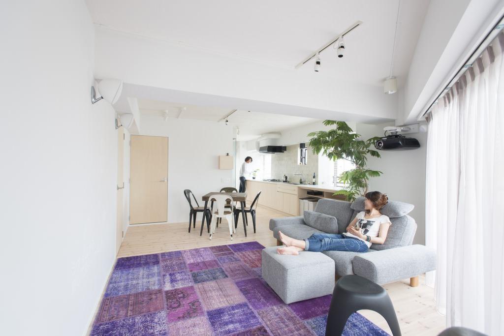 「ゼロリノベ」のリノベーション事例「大胆なバスルーム&キッチン!中古リノベでユニークな間取りに住まう」