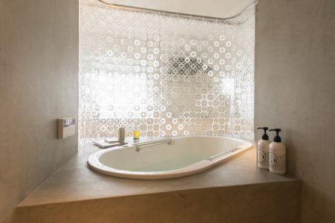 マンションリノベーション、ゼロリノベ、ガラス張り浴室、オープン浴室、シャワーカーテン