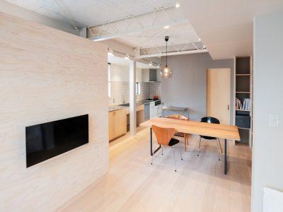 「リノベーション体験談」の「戸建て内部のフルリノベで1000万円。建築家と二人三脚で乗り越え、どんなアクシデントもプラスに転換。」