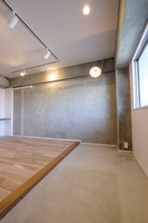 マンションリノベーション、リノデュース、玄関土間、コンクリート壁、モルタル床