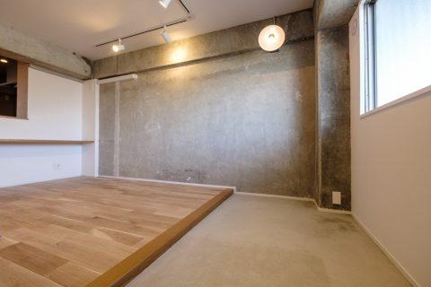 マンションリノベーション、リノデュース、玄関土間、コンクリート壁、ナラ無垢材