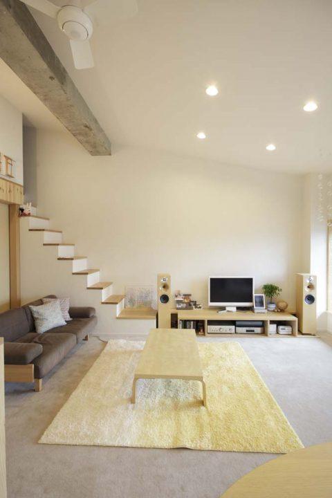マンションリノベーション、スタイル工房、ロフト付き、階段、スピーカー、梁、カーペット