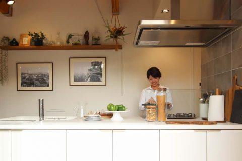 戸建てリノベーション、住工房、ステンレスフード、カフェ風キッチン、収納付き対面キッチン