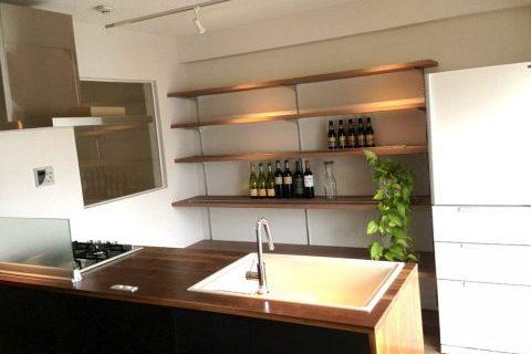 マンションリノベーション、ゼロリノベ、木のキッチンカウンター、見せる収納、室内窓