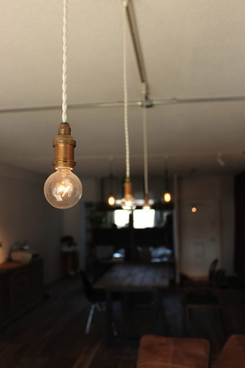 マンションリノベーション、ゼロリノベ、ペンダント照明、一室多灯、電球型ペンダント