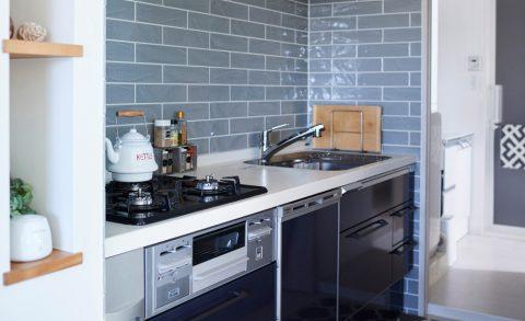 マンションリノベーション、インテリックス空間設計、ブルータイル、ネイビーキッチン、家事動線