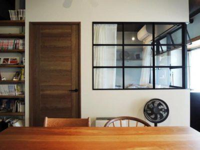 「株式会社 錬(れん)」のリノベーション事例「室内窓がつくるスタイリッシュな住まい。梁の存在を逆手に取ったマンションリノベーション」