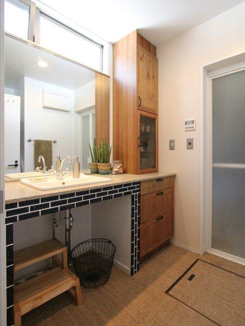 戸建てリノベーション、フィールドガレージ、洗面台タイル、洗面収納、洗面オープン