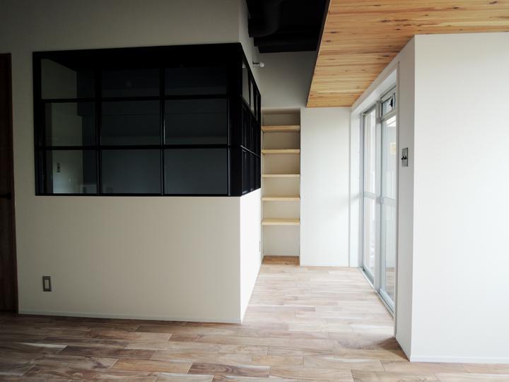 マンションリノベーション、株式会社錬、ベッドルーム室内窓、サンルーム、木張り天井