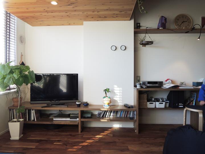 マンションリノベーション、株式会社錬、木張り天井、スタディスペース、シンプルテレビ台