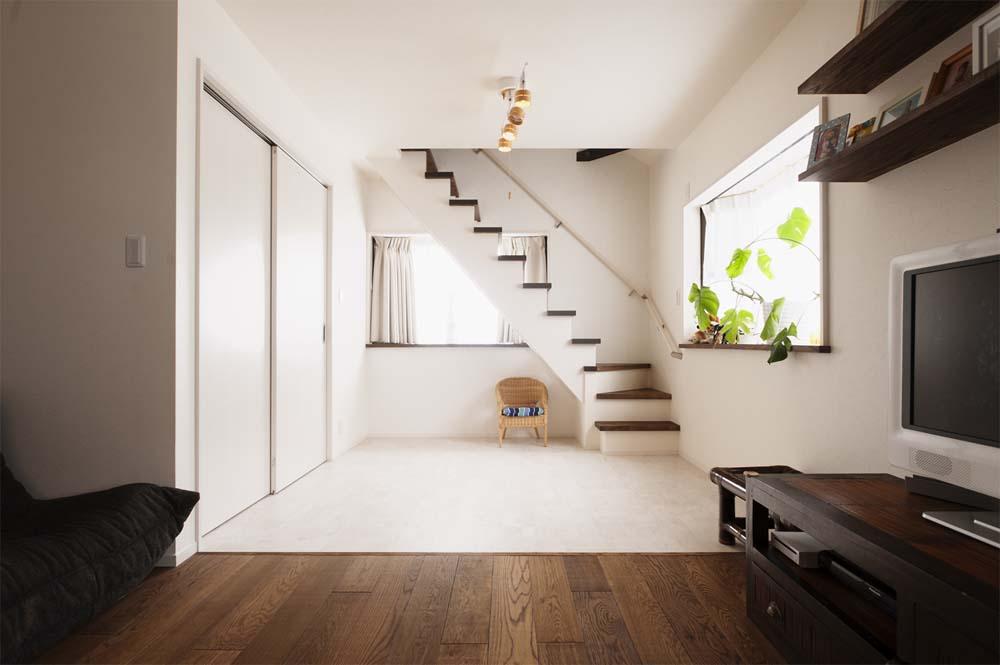 二世帯住宅,戸建てリノべ,スタイル工房,子ども室,白い壁床,ロフト用階段