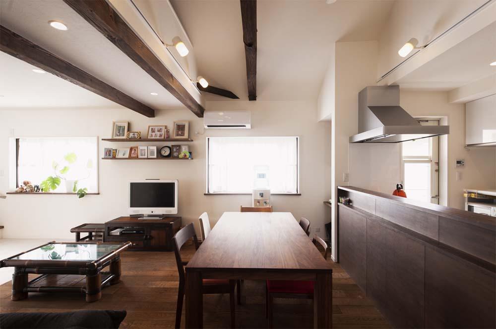 二世帯住宅,戸建てリノべ,スタイル工房,飾り棚,無垢カウンター,統一感のある木材