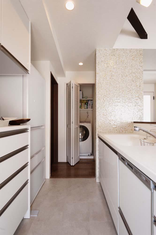 二世帯住宅,戸建てリノべ,スタイル工房,洗濯機置き場、ルーバー扉