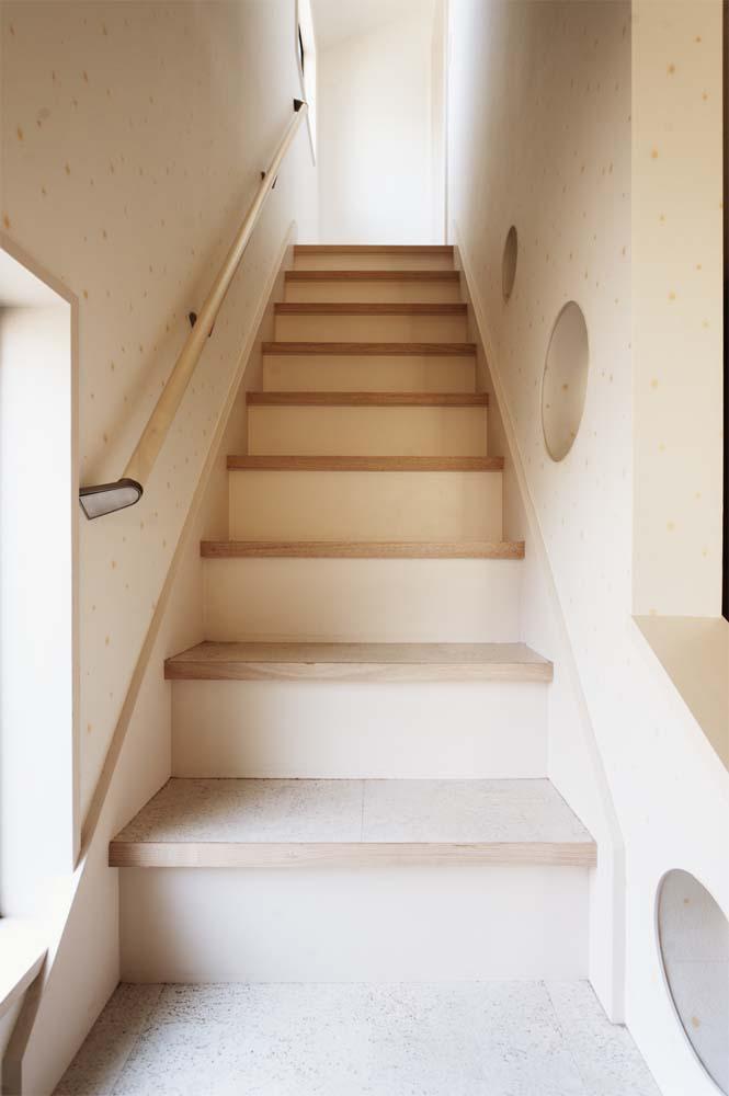 二世帯住宅,戸建てリノべ,スタイル工房,コルクタイル,上りやすい階段,パネル状の手すり