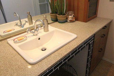 戸建てリノベーション、フィールドガレージ、人造大理石カウンター、洗面タイル、洗面収納
