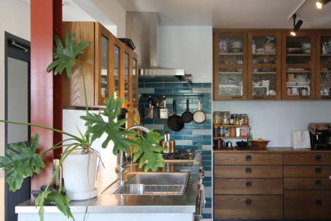 戸建てリノベーション、フィールドガレージ、キッチン収納、柱を生かす、ヴィンテージキッチン