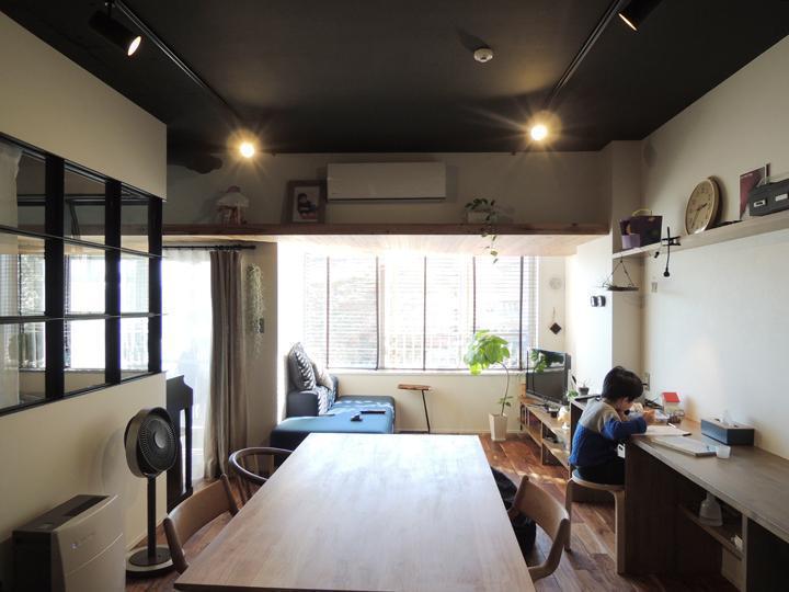 マンションリノベーション、株式会社錬、リビング勉強、スタディスペース、おしゃれ室内窓