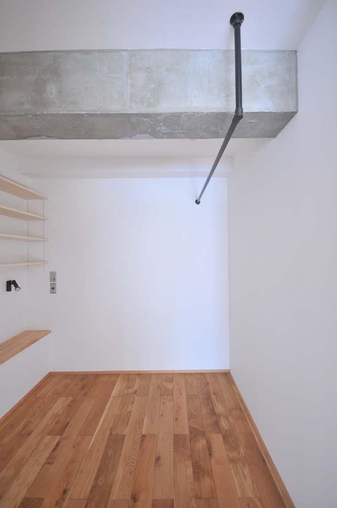 アートテラスホーム,団地リノベーション,寝室,オープンシェルフ,梁