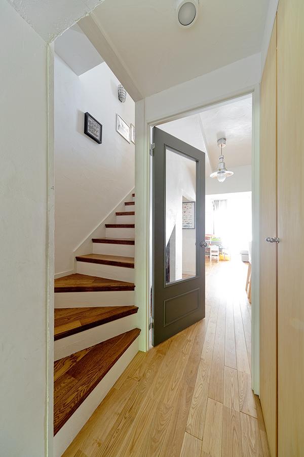 GLADDEN,戸建リノベーション,廊下,リビングドア,階段