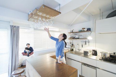 マンションリノベーション、ゼロリノベ、グラスハンガー、キッチンカウンター、キッチンオープン収納