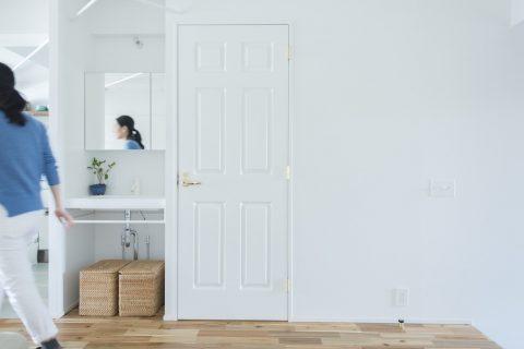 マンションリノベーション、ゼロリノベ、オープン洗面台、リビング洗面台、框付きドア