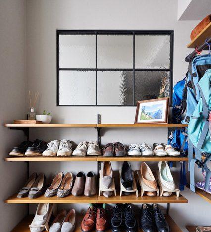 マンションリノベーション、インテリックス空間設計、玄関収納、オープン靴入れ、アイアン室内窓
