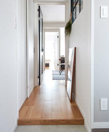 マンションリノベーション、インテリックス空間設計、玄関ホール、室内窓、視線の抜け