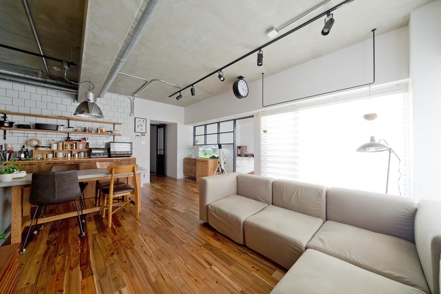 「ハコリノベ(SUN REFORM)」のリノベーション事例「モルタルのセパレートキッチンを楽しむ、素材感たっぷりのマンションリノベーション」
